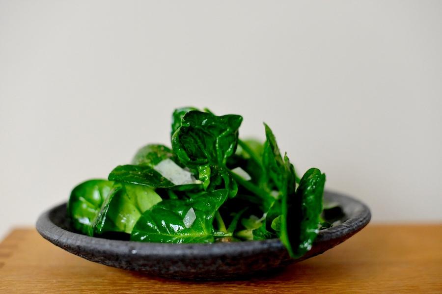 Salat aus Blattspinat mit Weißwein, Parmesan