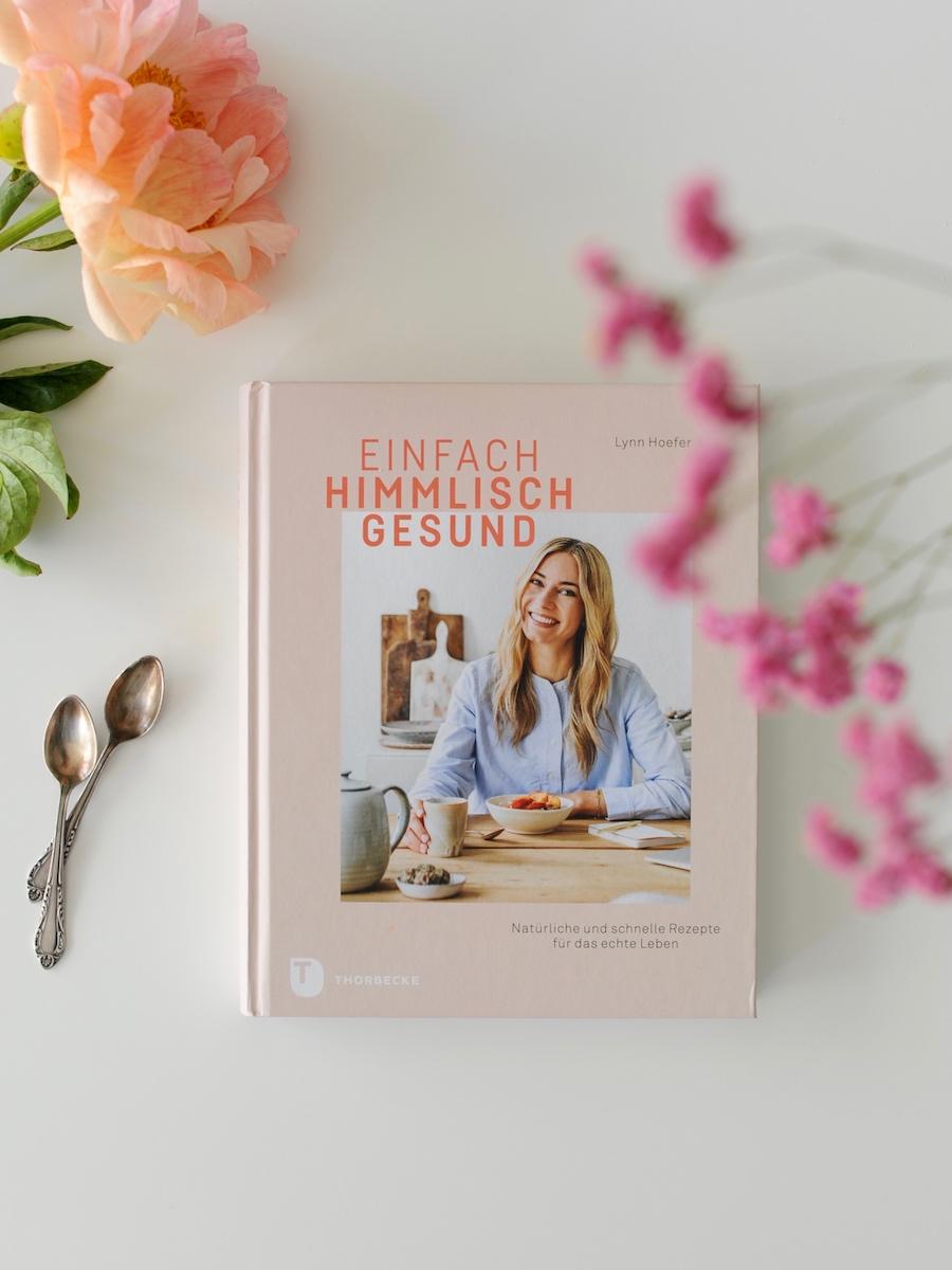 Kochbuch Einfach himmlisch gut von Lynn Hoefer auf Tisch