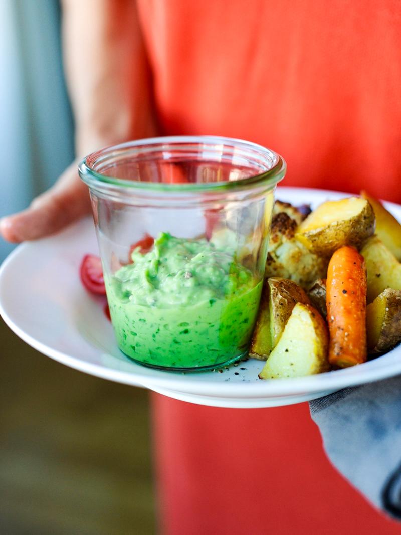 Grüne Paprika-Sauce ist mit diesem Rezept super einfach und schmeckt zu Backgemüse.