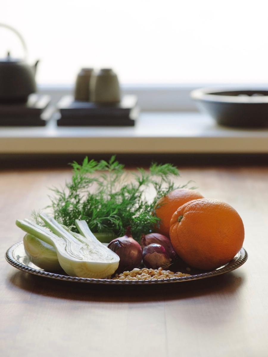 Abendessen: Teller mit viel Gemüse verbessert die Schlafqualität.